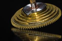 Rocznika Kieszeniowego zegarka Fusee rożek Odpoczywa na Czarnej powierzchni Obraz Royalty Free