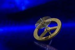 Rocznika Kieszeniowego zegarka Hairspring Odpoczywa na Błękitnej powierzchni Obraz Royalty Free