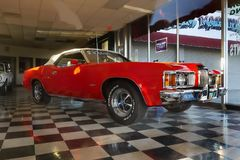 Rocznika Klasyczny samochód, Mercury kuguar, Kingman sklep obraz royalty free