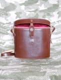 Rocznika koloru brown rzemienna skrzynka dla lornetki zbliżenia Zdjęcie Stock