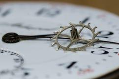 Rocznika Kruszcowy Wylotowy koło Odpoczywa na Kieszeniowego zegarka twarzy Zdjęcie Royalty Free