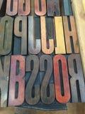 Rocznika Letterpress Drewniany Pisać na maszynie wewnątrz Drewnianą tacę Zdjęcie Royalty Free