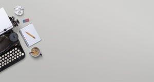 Rocznika maszyna do pisania chodnikowiec obrazy stock
