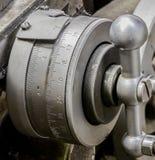 Rocznika maszynowego sklepu x antykwarskiej automobilowej osi tarczy srebny wskaźnik zdjęcia stock