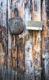 Rocznika materiału obwieszenie na drewnianej ścianie zdjęcia royalty free