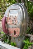 Rocznika Menniczy jawny telefon w ogródzie zdjęcie stock