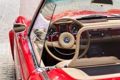 Rocznika Mercedes-Benz 230 SL weterana samochodowy oldsmobile narządzanie dla Saalbach klasyka wiecu Fotografia Stock