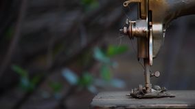 Rocznika metalu szwalnej maszyny lata ogród zdjęcie wideo
