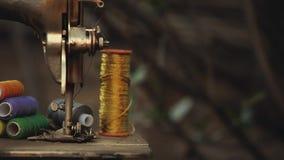 Rocznika metalu szwalnej maszyny lata ogród zbiory wideo