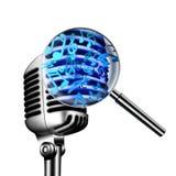Rocznika mikrofon, muzykalne notatki Fotografia Stock