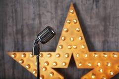 Rocznika mikrofon w studiu Fotografia Royalty Free