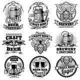 Rocznika napoju baru wektoru piwne etykietki Retro browarów emblematy, logowie z chmiel i kubkiem i ilustracja wektor