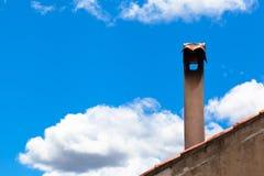 Rocznika niebo i Smokestack Obrazy Stock