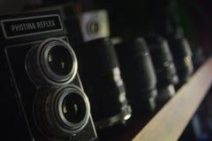 Rocznika obiektywu kamery Phontina bliźniaczy odruch z nowożytnym obiektywem obraz royalty free