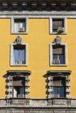 Rocznika okno Klasyczny włoski okno milan Włochy Dom, dom, plenerowy stary zbudować obraz stock