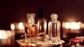 Rocznika pachnidła set, luksusowe woni butelki przy nocą zbiory wideo