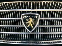 Rocznika Peugeot logo zdjęcie royalty free