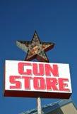 Rocznika Pistoletu Sklepu Znak Zdjęcie Royalty Free