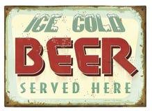 Rocznika piwa cyny znaka plakat Fotografia Stock