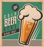 Rocznika plakatowy szablon dla zimnego piwa Obraz Stock