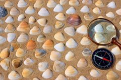 Rocznika Powiększać - szkło i kompas Fotografia Royalty Free