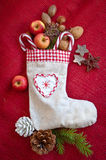 Rocznika prezenta torba z dokrętkami i jabłkami Zdjęcia Stock