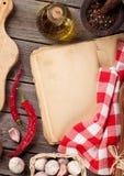 Rocznika przepisu książka, naczynia i składniki, Zdjęcie Royalty Free