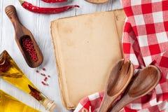 Rocznika przepisu książka, naczynia i składniki, Fotografia Royalty Free