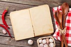 Rocznika przepisu książka, naczynia i składniki, Zdjęcia Stock