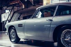 Rocznika przewieziony retro samochód Fotografia Royalty Free