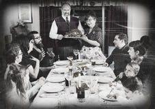 Rocznika Rodzinny zgromadzenie Dla Wakacyjnego Indyczego gościa restauracji zdjęcie stock