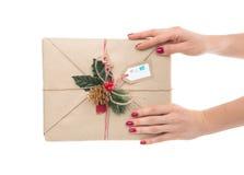 Rocznika rzemiosła handmade prezent urodzinowy w rękach lub boże narodzenia Obraz Stock