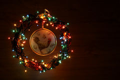 Rocznika rzemiosła ręcznie robiony koguty decoupage Szczęśliwego nowego roku i Wesoło bożych narodzeń szablonu wakacyjna karta Obraz Royalty Free