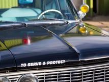 Rocznika samochód policyjny szczegół na kapiszonie Obrazy Stock