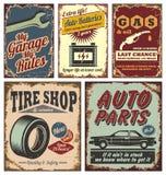 Rocznika samochodowi metalu znaki i plakaty Zdjęcia Royalty Free