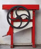 Rocznika sheller kukurydzana maszyna z handcrank obraz royalty free