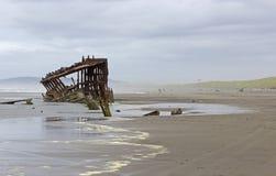Rocznika Shipwreck na Oregon plaży Obraz Royalty Free
