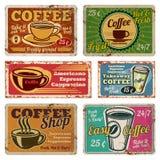 Rocznika sklep z kawą i kawiarnia metal wektorowy podpisujemy wewnątrz starego 1940s styl royalty ilustracja