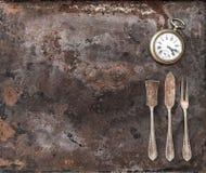 Rocznika srebny cutlery i antykwarski kieszeniowy zegarek Obrazy Stock