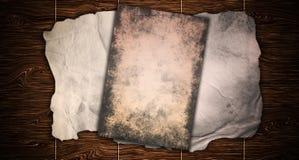 Rocznika stary grungy papierowy sztandar nad antyczną drewnianą tekstury tła metaforą dla starzejący się, retro, drewniany, brudn ilustracja wektor