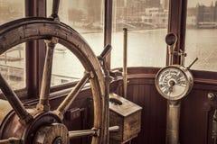 Rocznika statku kierownica w sepiowym tonowaniu Obraz Royalty Free