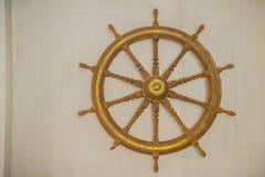 Rocznika statku stara drewniana kierownica w jawnym morskim museu Obraz Stock