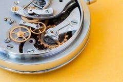 Rocznika stopwatch chronometru zbliżenia fotografia Cogwheel przekładni kół mechanika związku pojęcie Makro- widok, selekcyjny Zdjęcia Stock