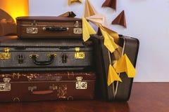 Rocznika stos Antyczne walizki Projekt i podróży pojęcie zdjęcie royalty free