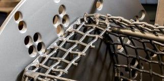 Rocznika strzału wybuchu gabineta antykwarski automobilowy maszynowy stalowy talerz i siatki klatka obrazy stock
