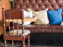 Rocznika styl sklep z kawą wewnętrzna dekoracja skóry sof Fotografia Royalty Free
