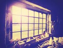 Rocznika stylizowany okno w cieślach warsztatowych Obrazy Stock