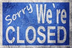 Rocznika stylowy Zmartwiony My ` ponowny Zamknięty znak zdjęcie stock