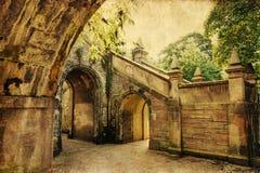 Rocznika stylu obrazek archways w Edynburg obraz stock