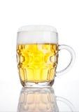 Rocznika szkło piwo z pianą z odbiciem Obraz Royalty Free